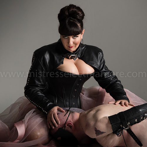 Mistress Electra Amore